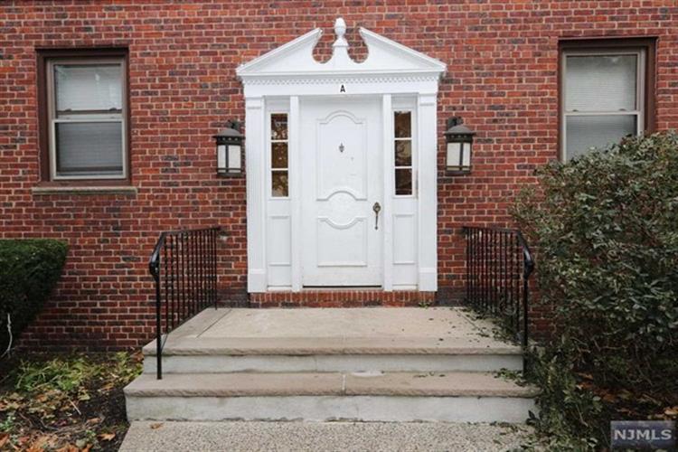 418 Main Street, Unit #a3 A3, Fort Lee, NJ - USA (photo 3)
