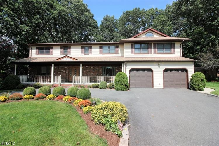 11 Lorraine Ct, East Brunswick, NJ - USA (photo 1)