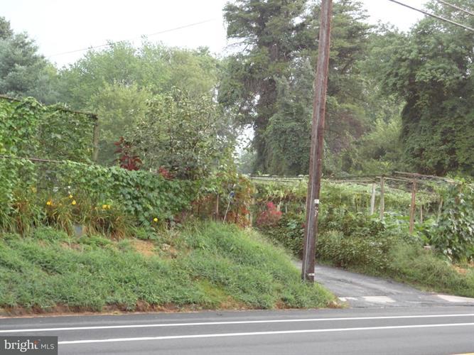 3251 Annandale Road, Falls Church, VA - USA (photo 2)