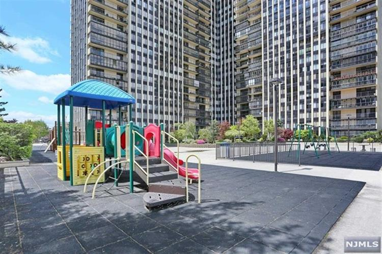 200 Winston Dr 2519, Cliffside Park, NJ - USA (photo 1)