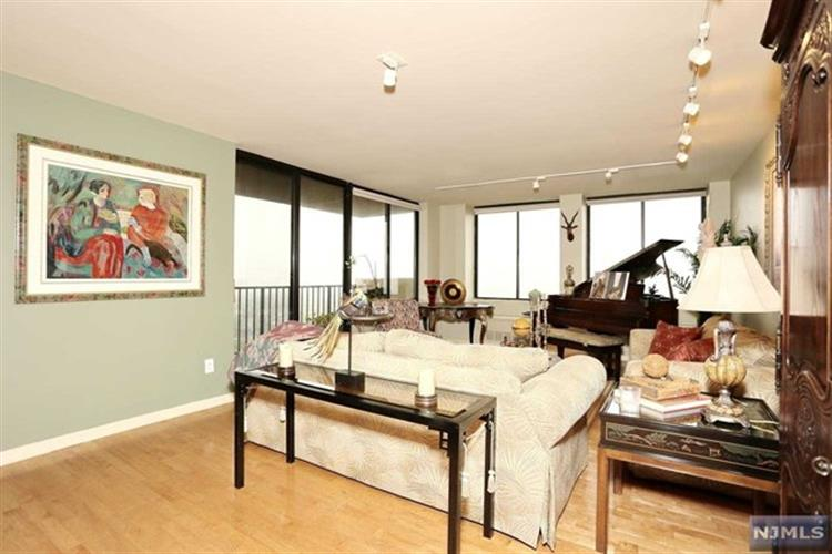 200 Winston Dr 2519, Cliffside Park, NJ - USA (photo 4)
