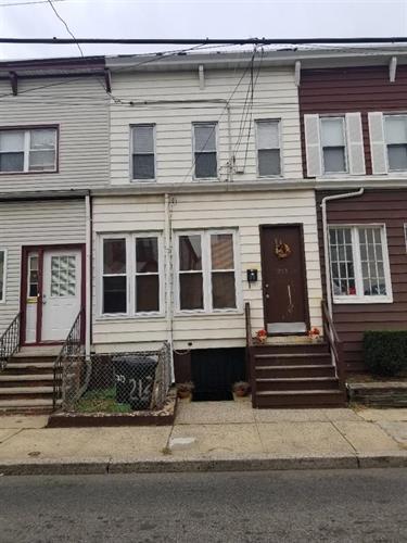 213 Lembeck Ave, Jersey City, NJ - USA (photo 1)