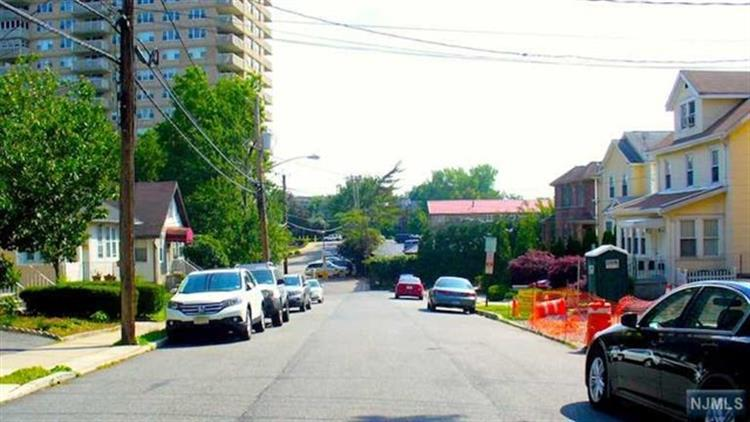 1613 Maple Street, Unit B B, Fort Lee, NJ - USA (photo 3)