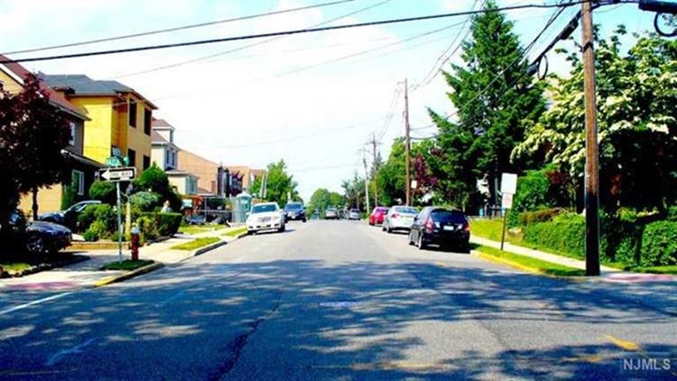 1613 Maple Street, Unit B B, Fort Lee, NJ - USA (photo 4)