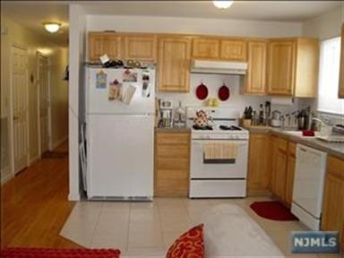 170 Maple Street, Unit #2n 2nd  Fl, Fairview, NJ - USA (photo 4)