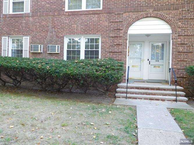 139a River Dr, Elmwood Park, NJ - USA (photo 1)
