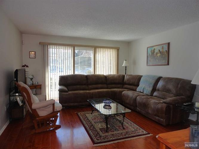 207 Larch Lane, Mahwah, NJ - USA (photo 2)