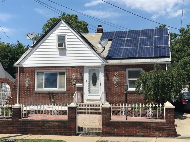 576 Harding Ave, Perth Amboy, NJ - USA (photo 1)
