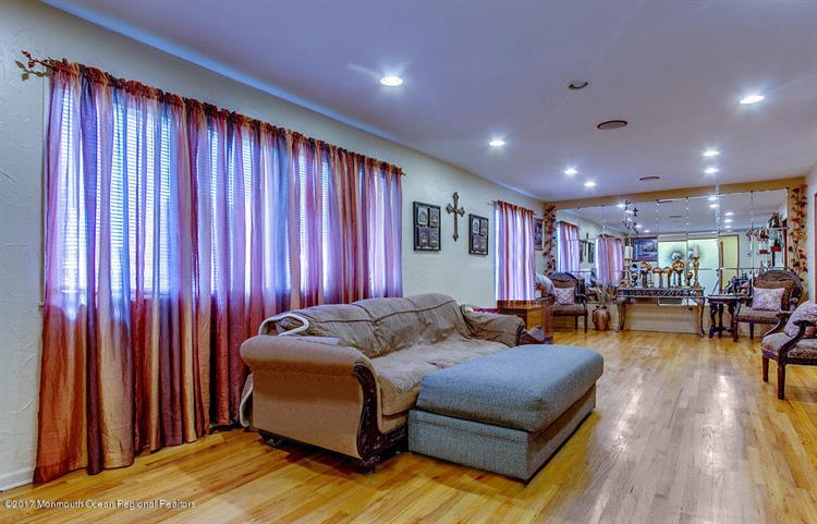 30 Ardmore Road, Freehold, NJ - USA (photo 5)