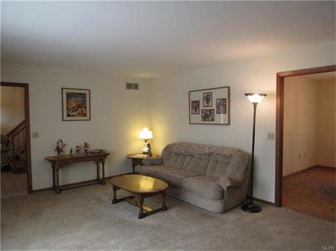 27 Chestnut Ridge Circle, Easton, PA - USA (photo 4)