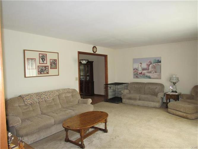 27 Chestnut Ridge Circle, Easton, PA - USA (photo 5)