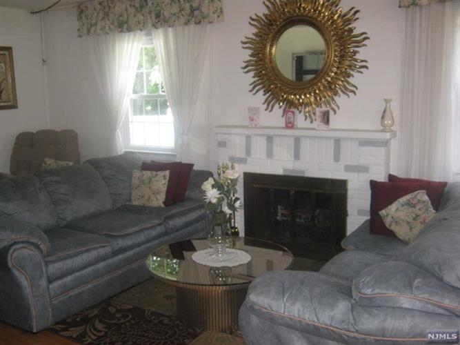 7 Darling Ave, Bloomfield, NJ - USA (photo 2)