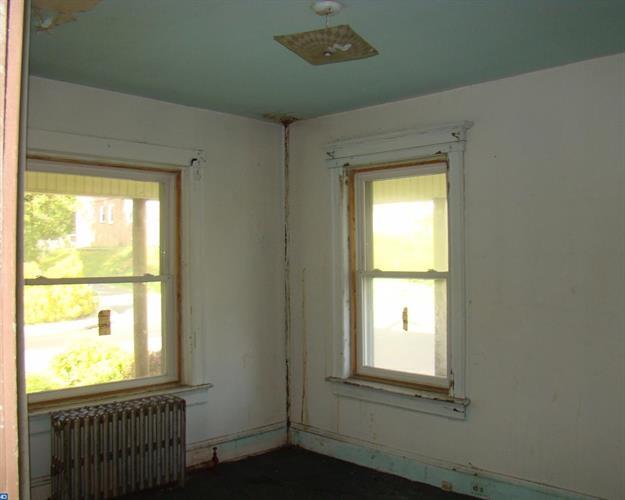 901 Edgewood Ave, Trenton, NJ - USA (photo 4)