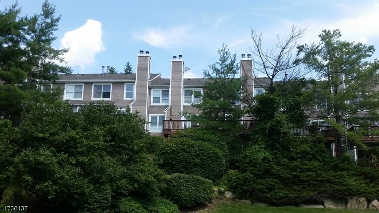 136 Hawthorne Ct, Rockaway, NJ - USA (photo 2)