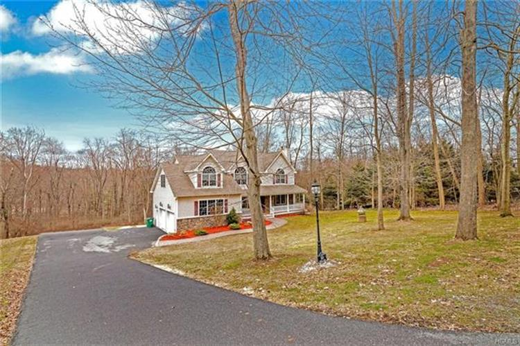 323 Augusta Drive, Hopewell Junction, NY - USA (photo 2)