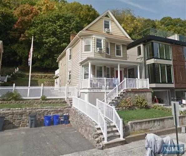 392 Undercliff Avenue, Unit #1 1, Edgewater, NJ - USA (photo 1)