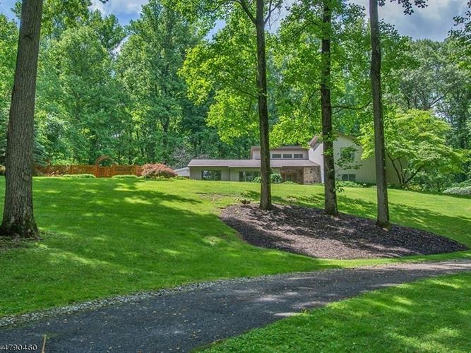 27 Chester Woods Dr, Chester, NJ - USA (photo 2)