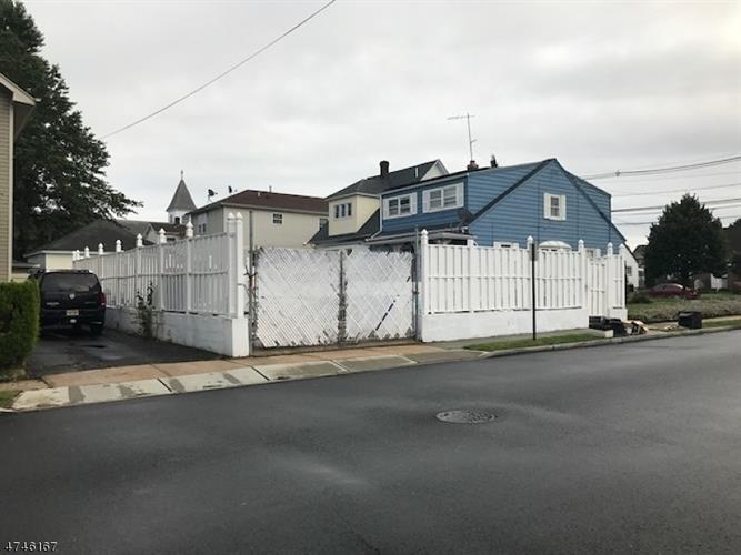 726 Roosevelt Ave, Carteret, NJ - USA (photo 4)