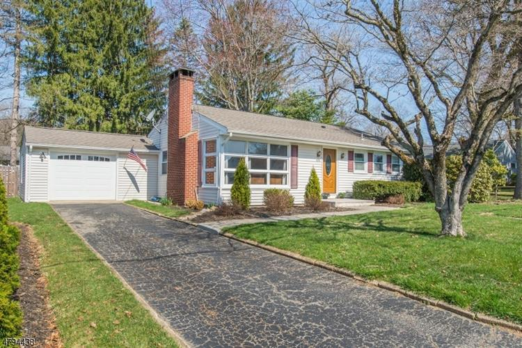405 E Valley View Ave, Hackettstown, NJ - USA (photo 1)