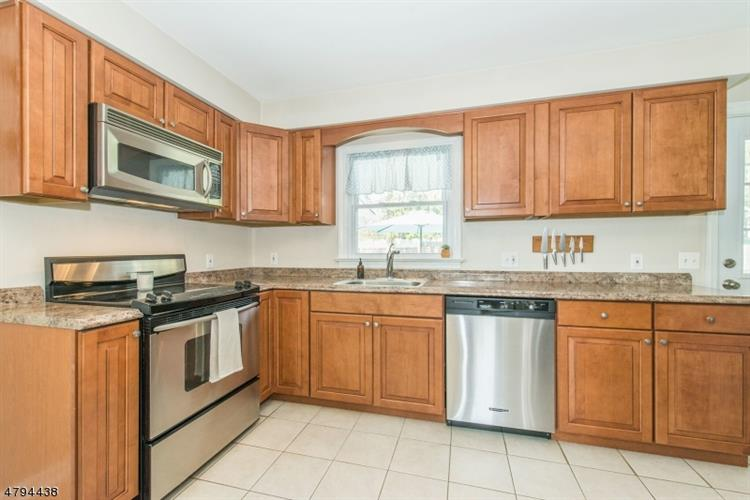 405 E Valley View Ave, Hackettstown, NJ - USA (photo 5)