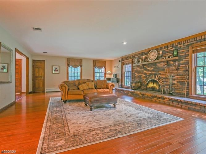 110 W Springtown Rd, Township Of Washington, NJ - USA (photo 5)