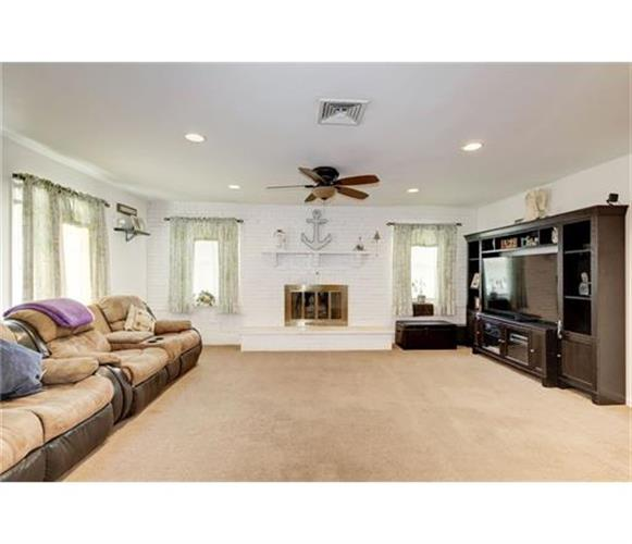 26 Courtland Lane, Aberdeen, NJ - USA (photo 3)