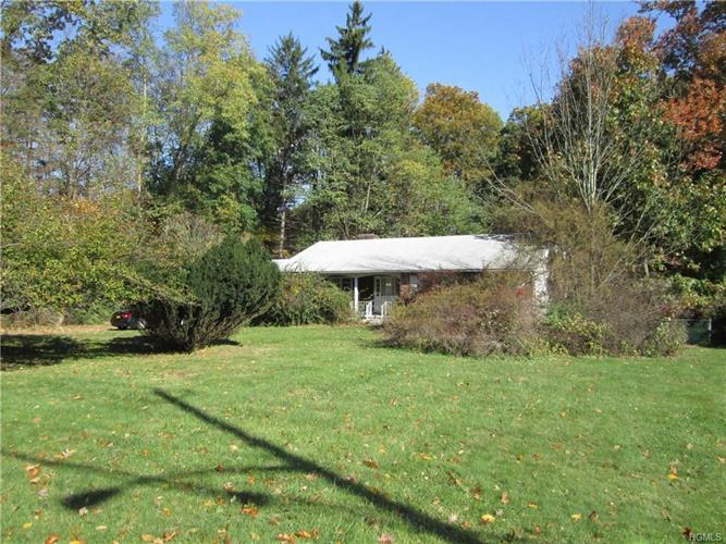 44 Campbell Avenue, Airmont, NY - USA (photo 2)