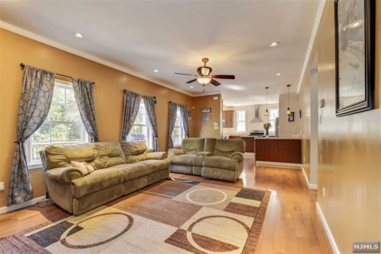 149 Hasbrouck Avenue, Emerson, NJ - USA (photo 5)