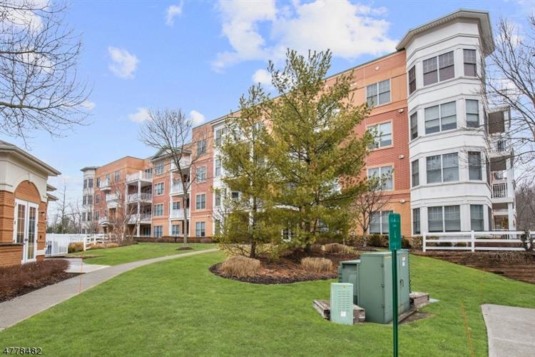 1403 Pointe Gate Dr 403, Livingston, NJ - USA (photo 2)