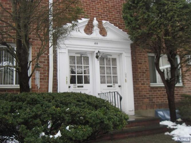 125 East Clinton Avenue, Unit 4b 4b, Bergenfield, NJ - USA (photo 1)