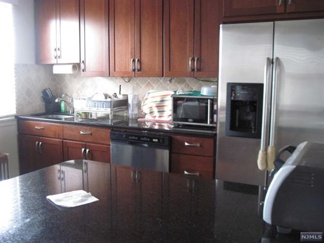 125 East Clinton Avenue, Unit 4b 4b, Bergenfield, NJ - USA (photo 2)