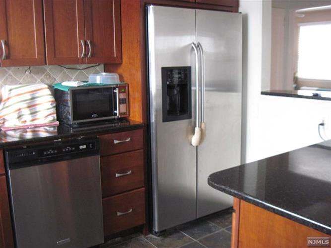 125 East Clinton Avenue, Unit 4b 4b, Bergenfield, NJ - USA (photo 3)