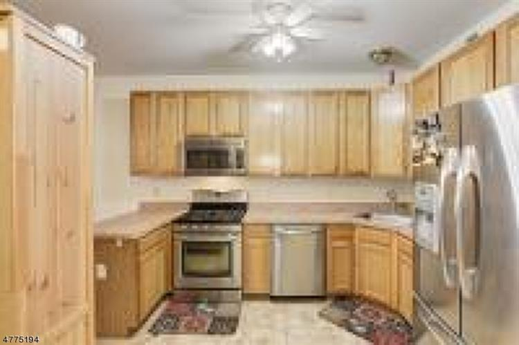 21 E Burgess Dr, Piscataway, NJ - USA (photo 5)