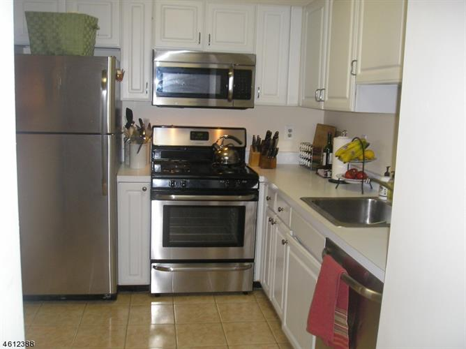 142 Cambridge Ct, Clifton, NJ - USA (photo 4)