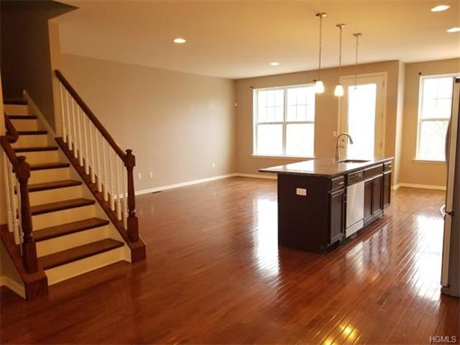 19 Meadow View Drive, Middletown, NY - USA (photo 2)