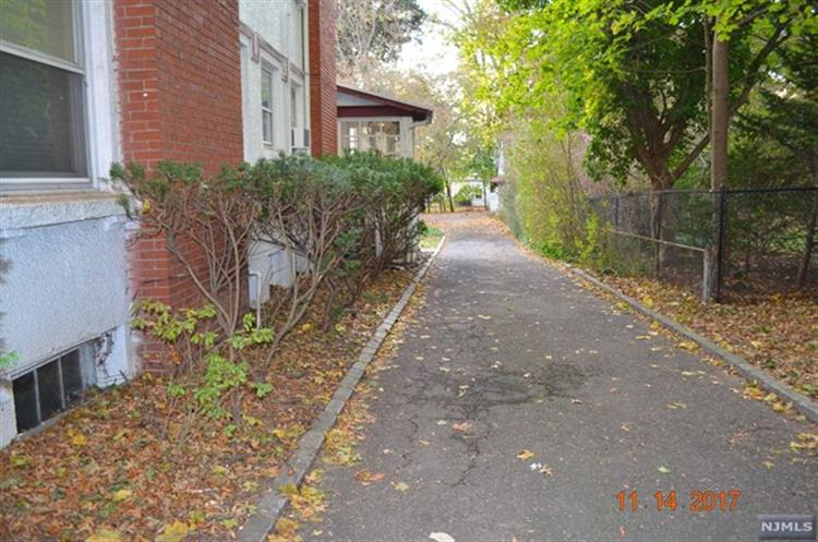 368 Ridgewood Avenue, Glen Ridge, NJ - USA (photo 3)