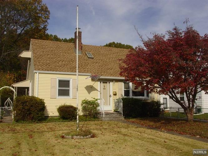 1055 Colfax Avenue, Pompton Lakes, NJ - USA (photo 1)