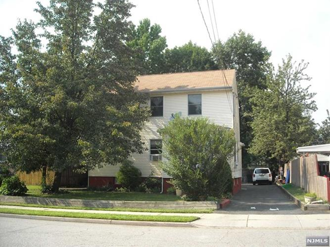 237 Hickory Avenue, Bergenfield, NJ - USA (photo 1)