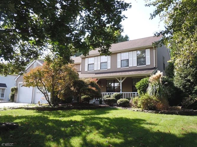 8 Barclay Ct, Franklin Twp, NJ - USA (photo 2)