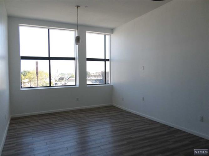791 Main Avenue, Unit #5 5, Passaic, NJ - USA (photo 4)