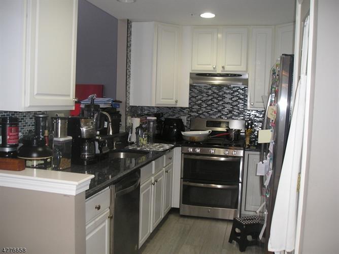 129 Rock Creek Dr, Clifton, NJ - USA (photo 1)