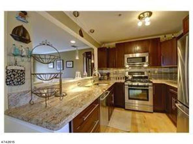 474 Great Beds Ct, Perth Amboy, NJ - USA (photo 2)