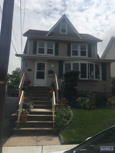 498 Nelson Ave, Ridgefield, NJ - USA (photo 2)