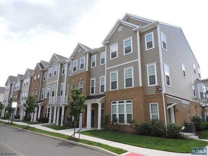 133 Eisenhower Lane, Wood Ridge, NJ - USA (photo 1)