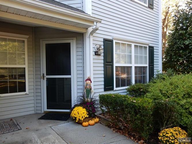 5814 Tudor Dr, Pequannock Township, NJ - USA (photo 2)