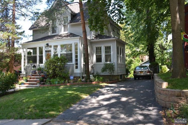131 W Englewood Ave, Teaneck, NJ - USA (photo 2)