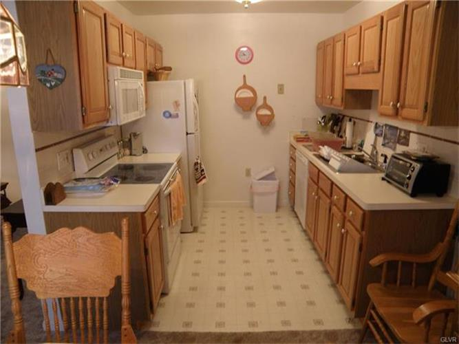 3139 East Church Circle, Whitehall, PA - USA (photo 4)