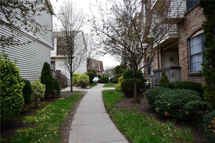 1010 Hidden Village Drive 1010, Perth Amboy, NJ - USA (photo 5)