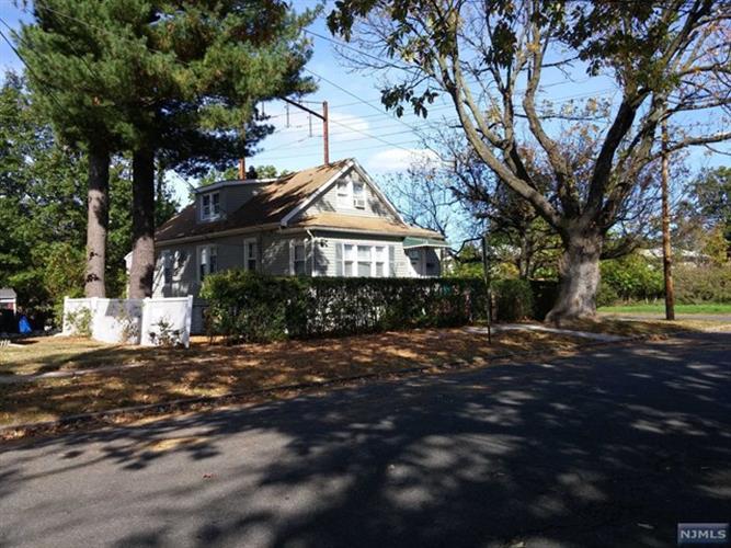 1041 Hussa Street, Linden, NJ - USA (photo 1)