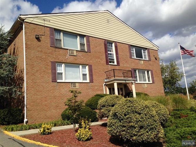 605 Grove St L7, Clifton, NJ - USA (photo 1)